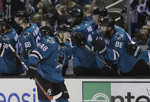 Sharks roll past Maple Leafs 7-0