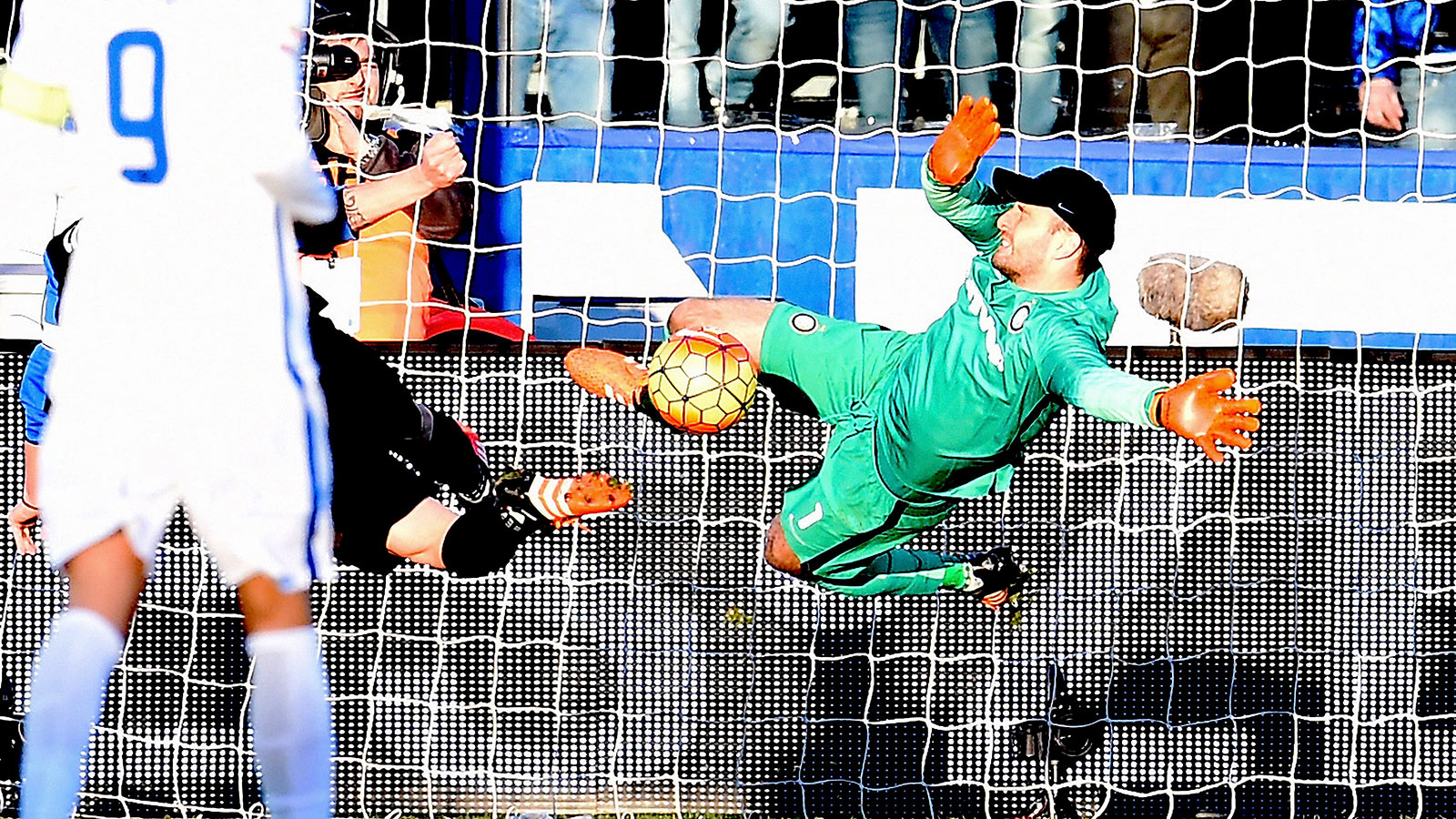 Handanovic miracle save helps Inter Milan draw at Atalanta