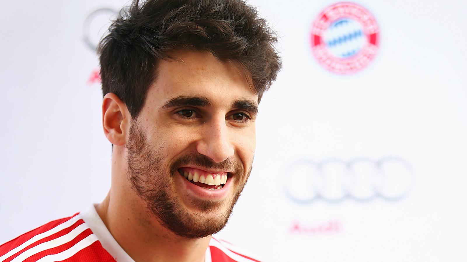 Bayern Munich's Javi Martinez supporting migrants