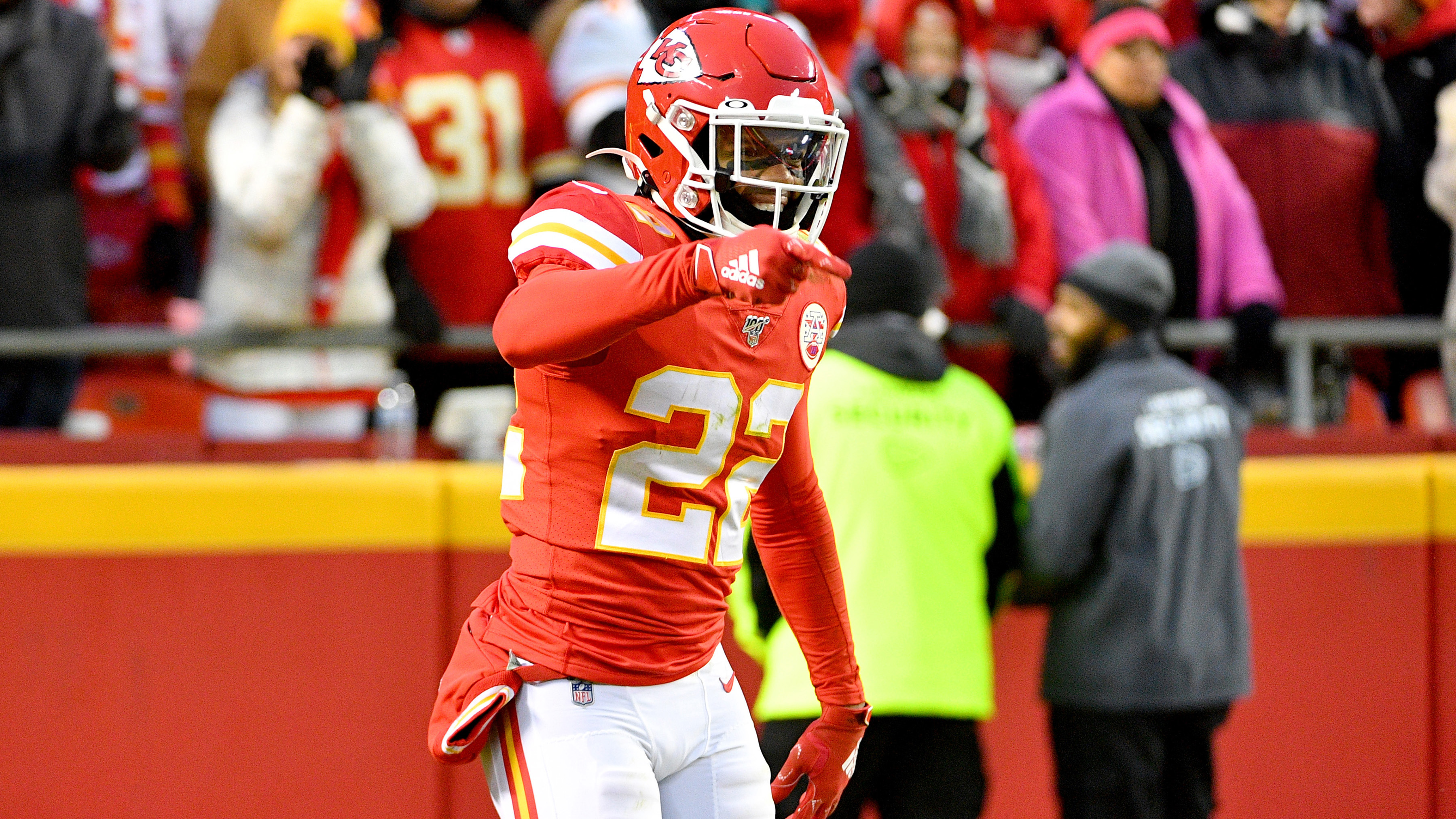 Chiefs hoping for good news on Thornhill after safety exits with knee injury