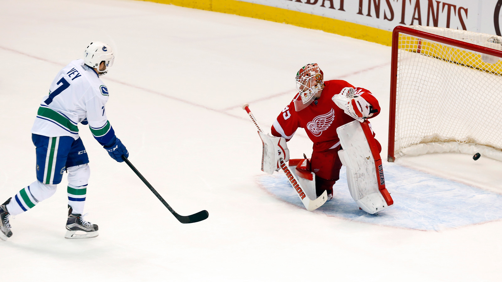 Red Wings fall to Canucks in shootout 4-3