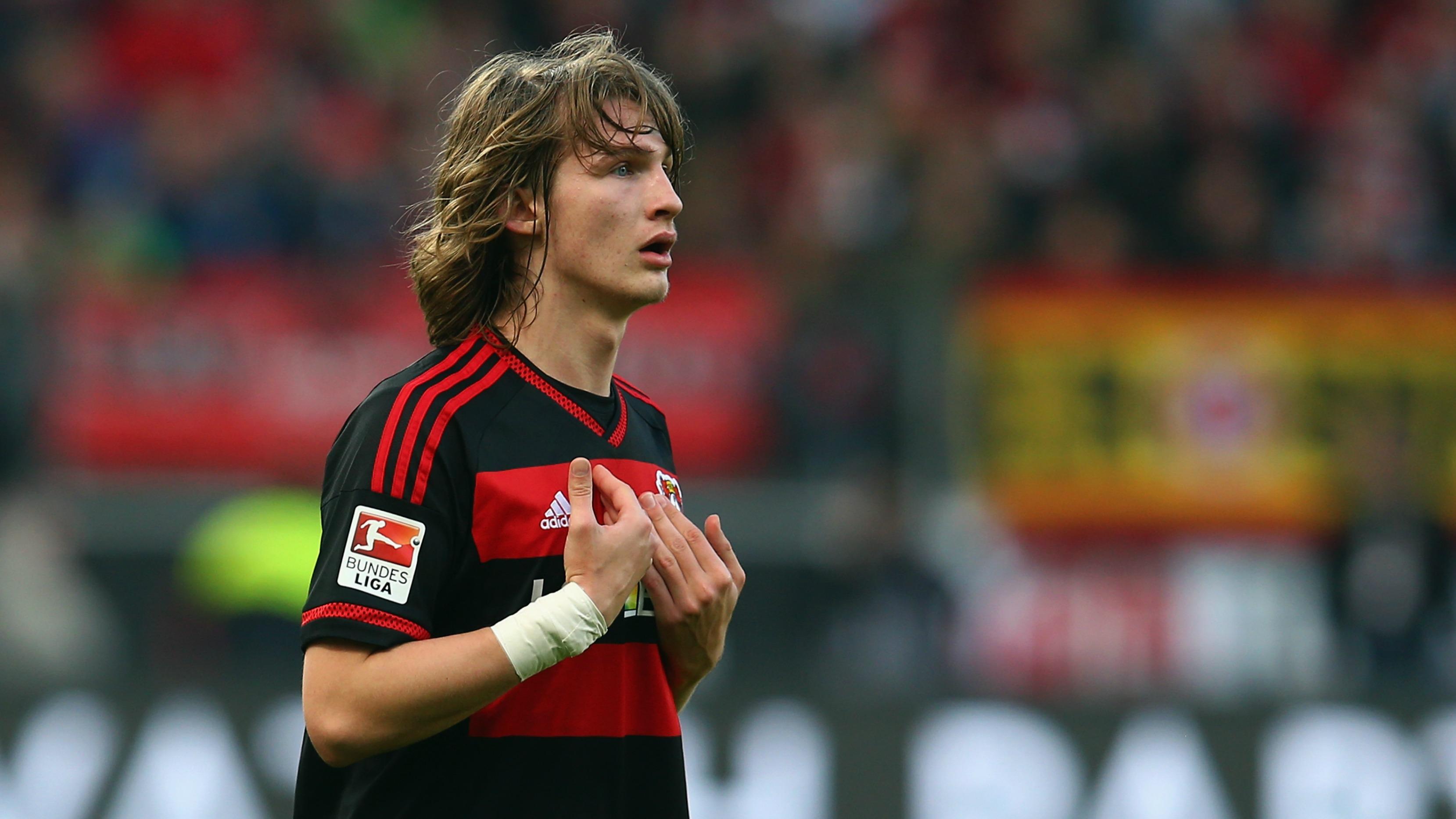 Boneheaded Bayer Leverkusen defender sent off for 2nd time in 4 days