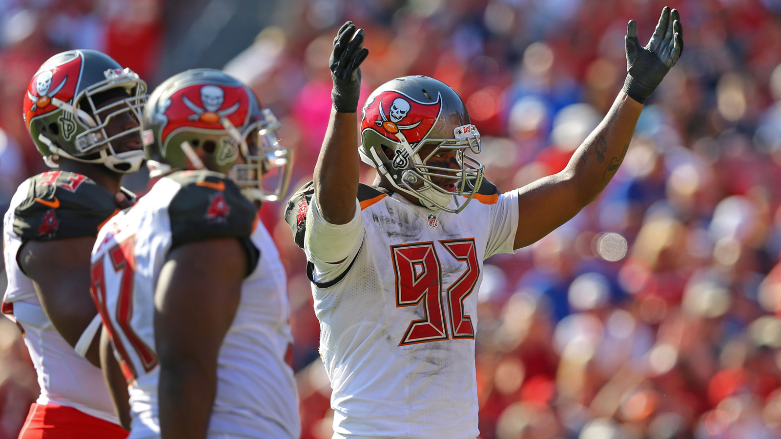 Buccaneers, DE William Gholston avoid free agency with 5-year extension