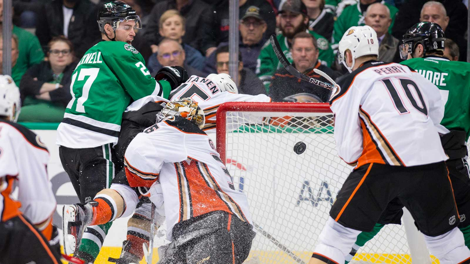 Stars score 5 goals in 3rd period, beat Ducks 6-2