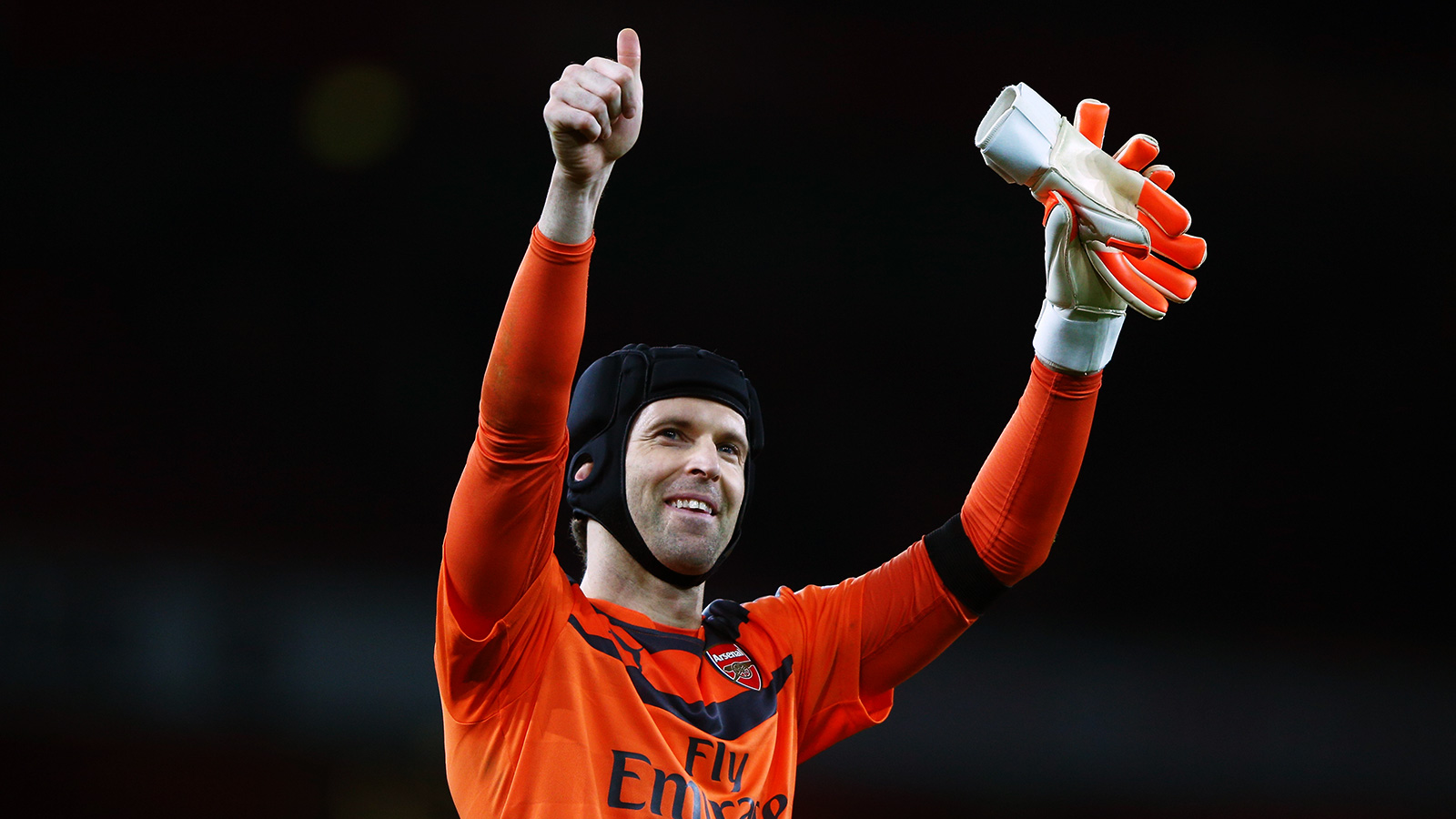 Arsenal keeper Cech delighted with EPL clean-sheets record
