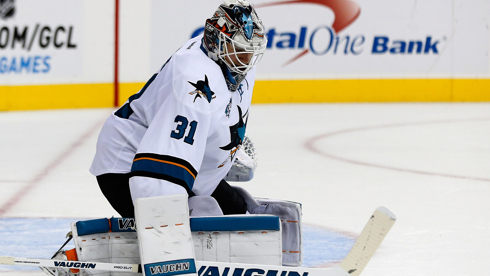 Jones has second straight shutout, Sharks top Caps, 5-0