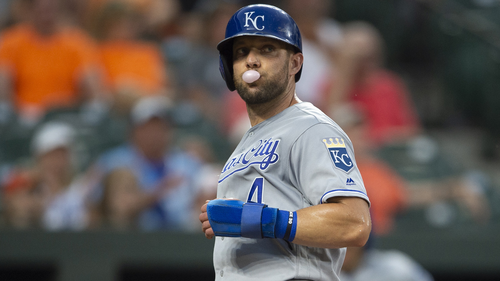 Gordon becomes free agent after exercising option, Royals declining it