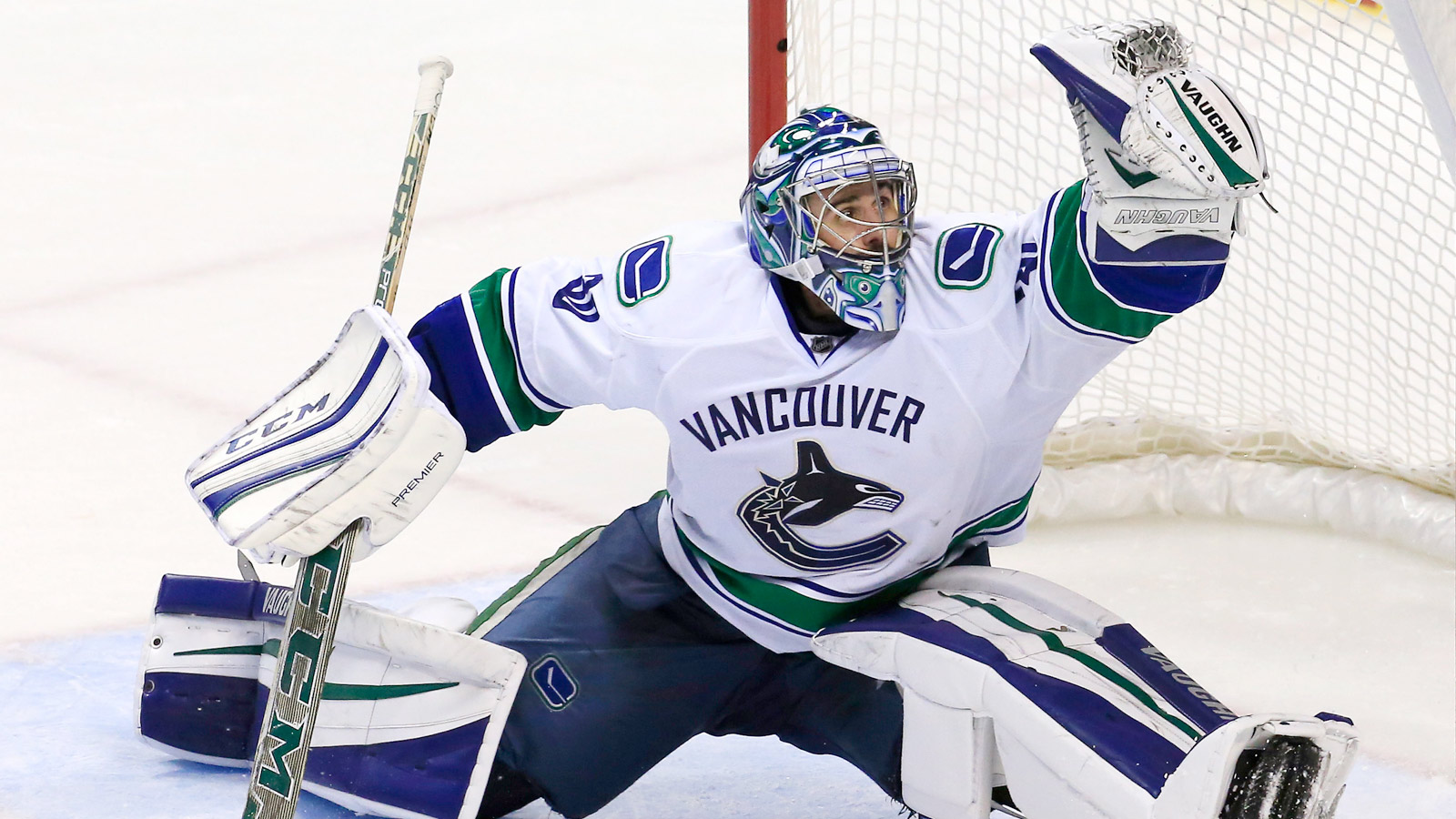 Ryan Miller's new vintage-style mask looks great