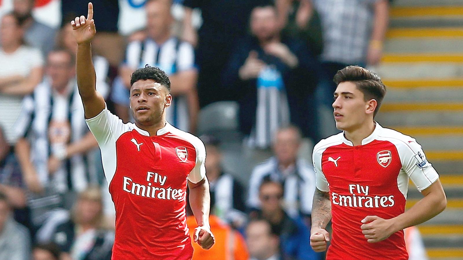 Arsenal edge 10-man Newcastle thanks to Coloccini's own-goal