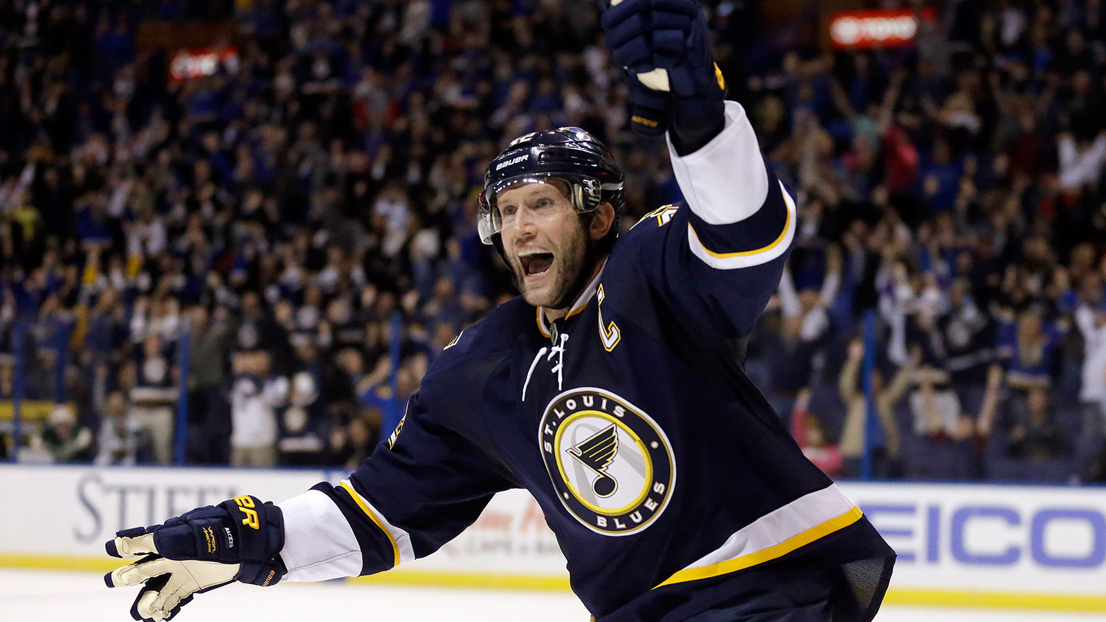 Blues face a Sabres team not used to their imposing size