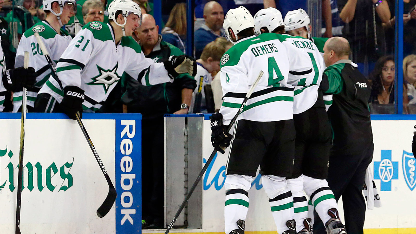 Stars' Curtis McKenzie hospitalized, in 'excruciating pain' following massive hit