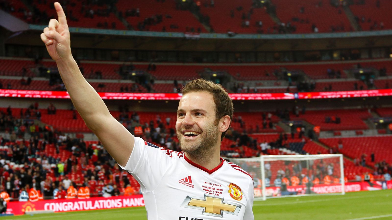 Barcelona consider making a bid for United, Spain midfielder Mata