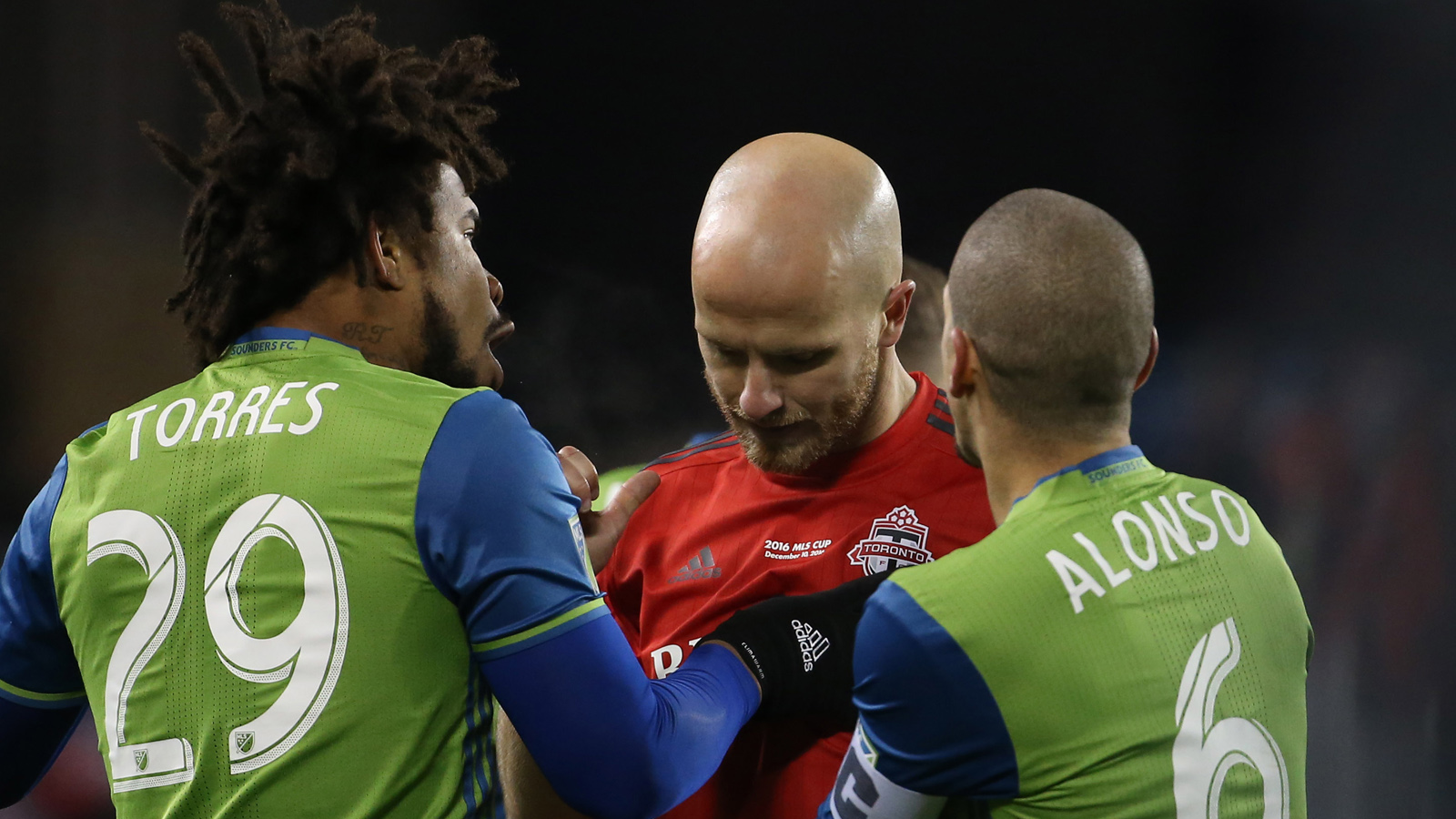 Michael Bradley and Ozzie Alonso were so good they turned MLS Cup into a defensive battle