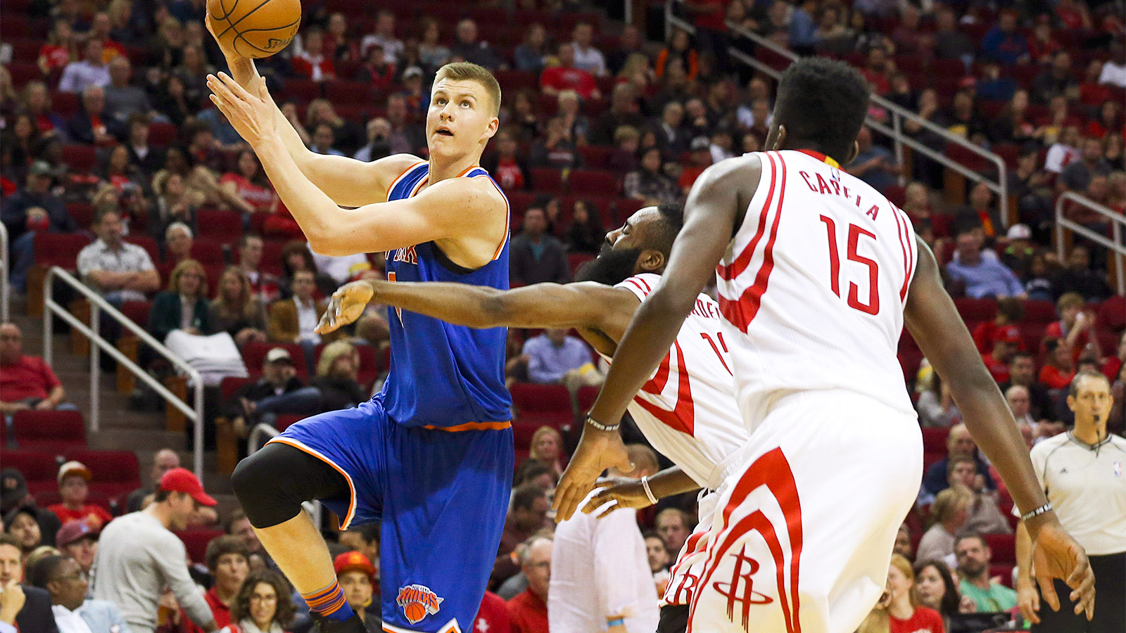 Porzingis, Knicks continue upswing, end losing streak to Rockets