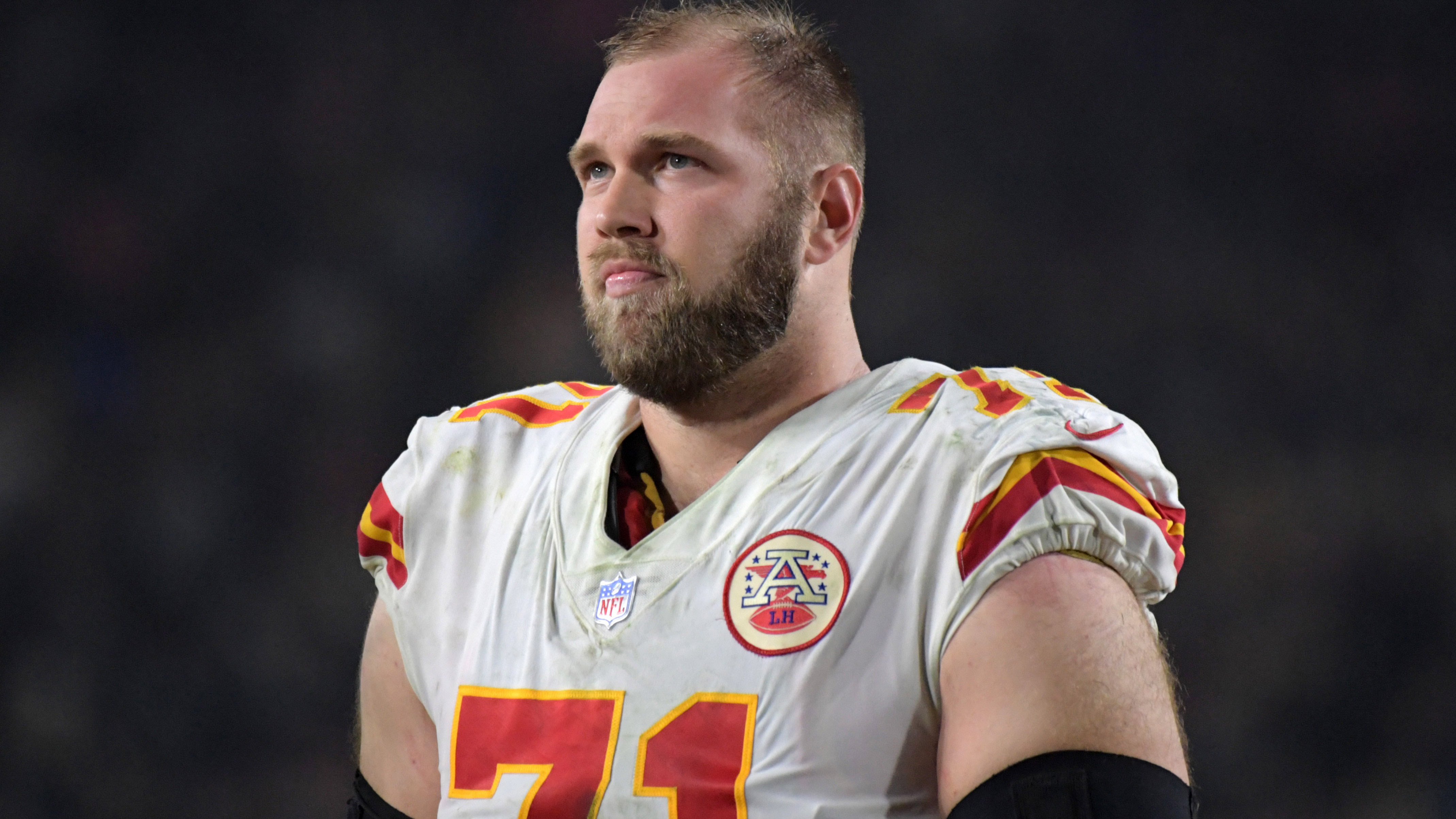 Chiefs sign All-Pro OT Schwartz to one-year extension through 2021