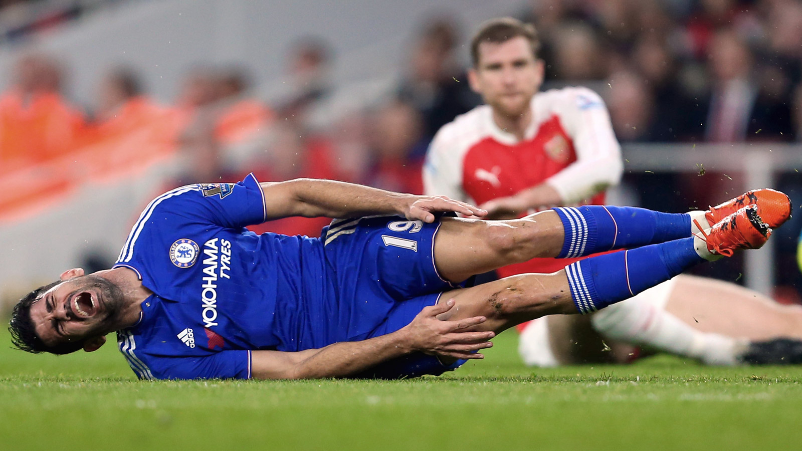 Arsenal boss Wenger labels Chelsea striker Costa 'clever'