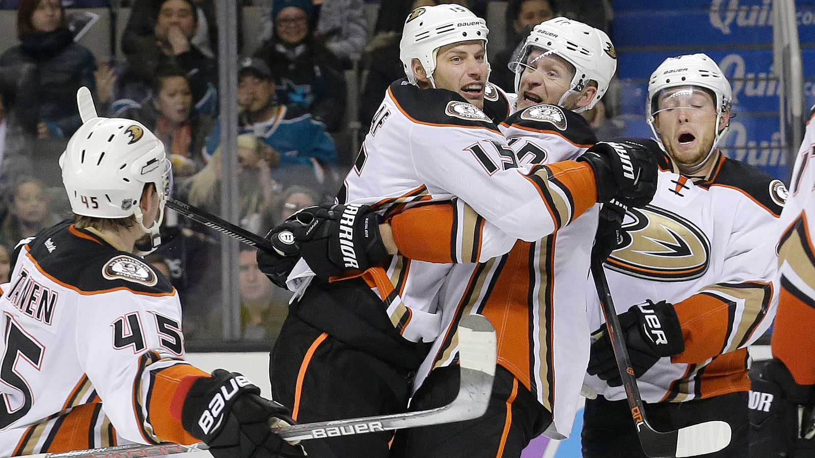 Getzlaf helps Ducks top Sharks 3-2