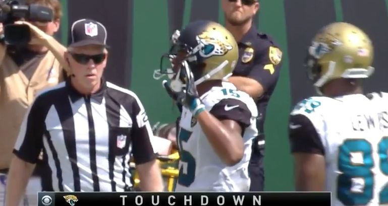 Allen Robinson celebrates TD with 'hand up, don't shoot' pose (Video)
