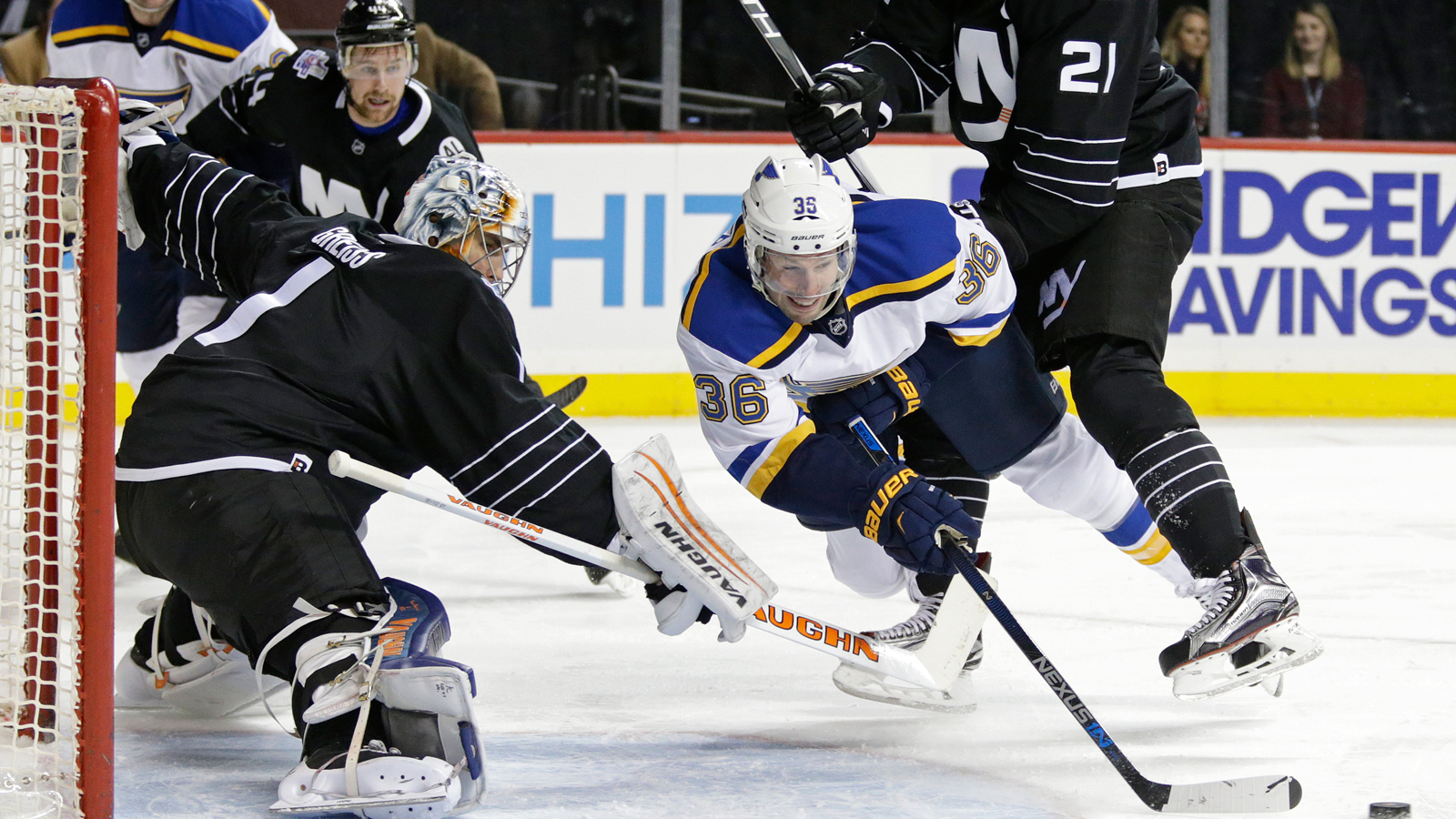 Blues settle for a point in 2-1 shootout loss to the Islanders