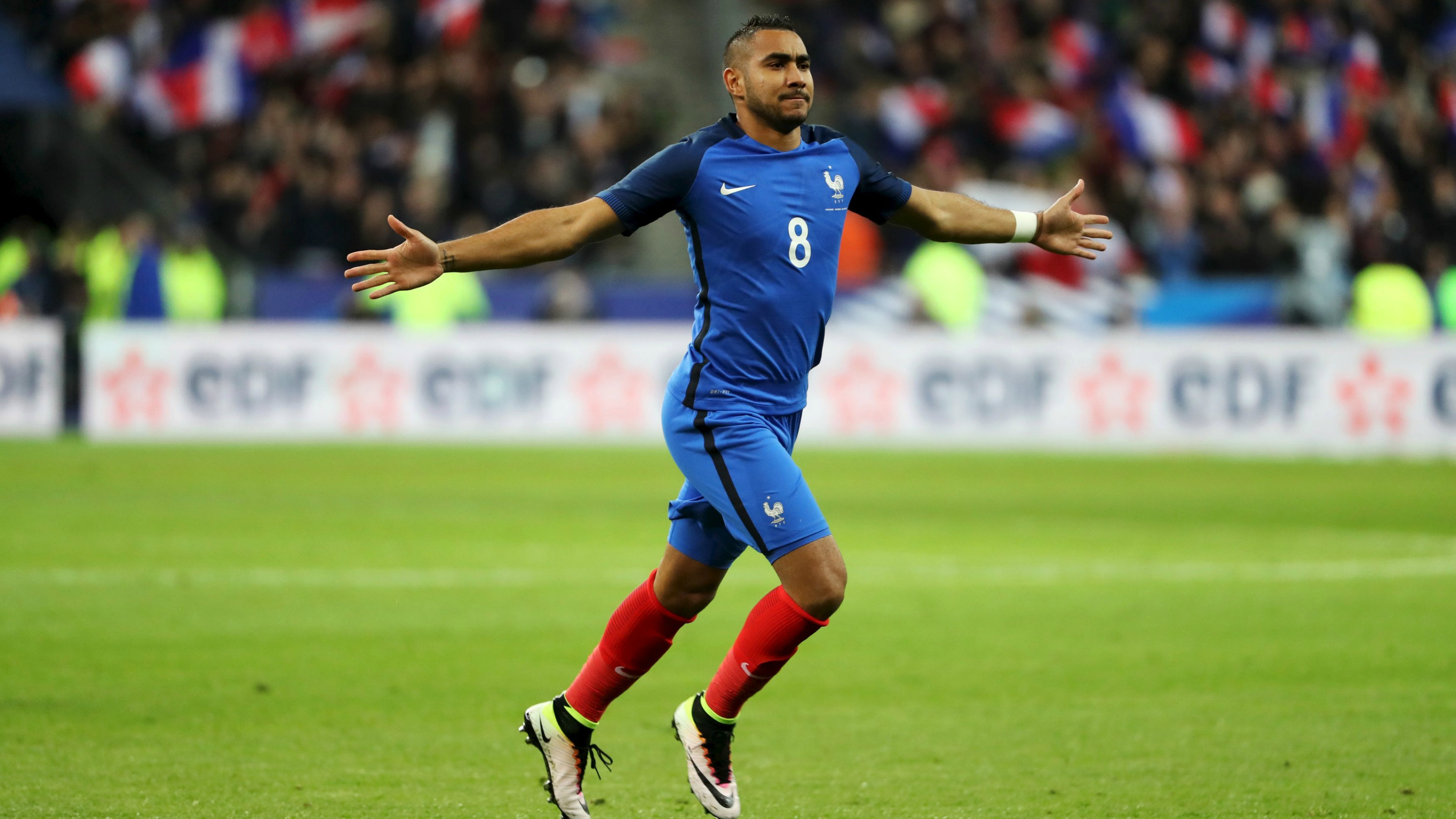 Dimitri Payet works his free kick magic for France now, too