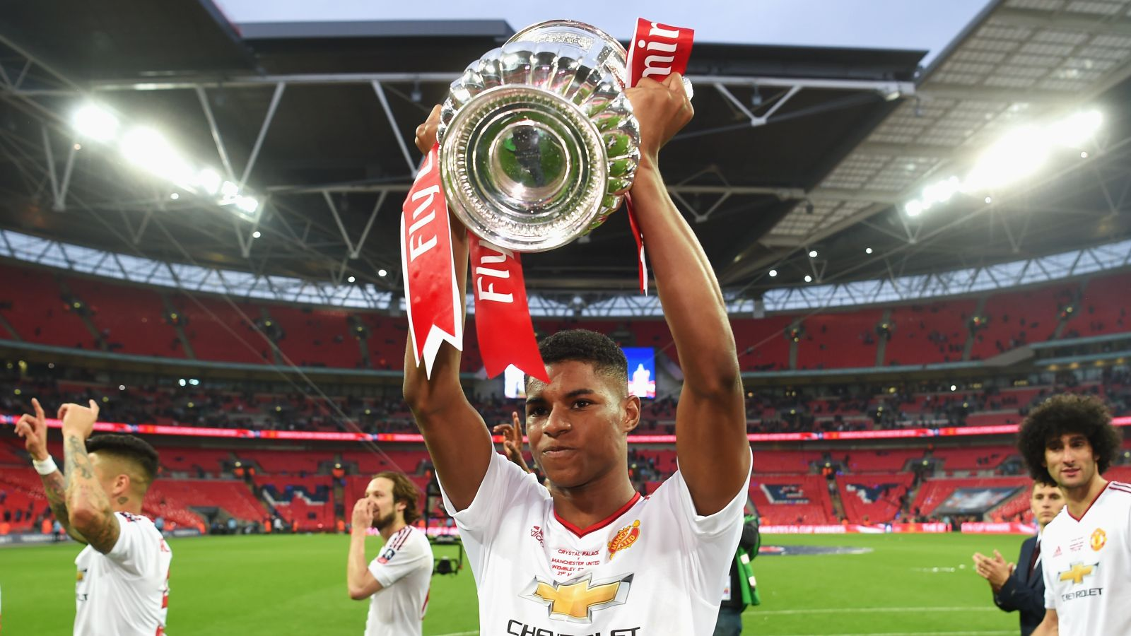 United youngster Rashford pens new long-term contract