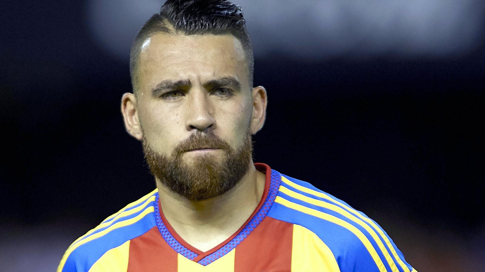 Argentina defender Otamendi joins Manchester City from Valencia