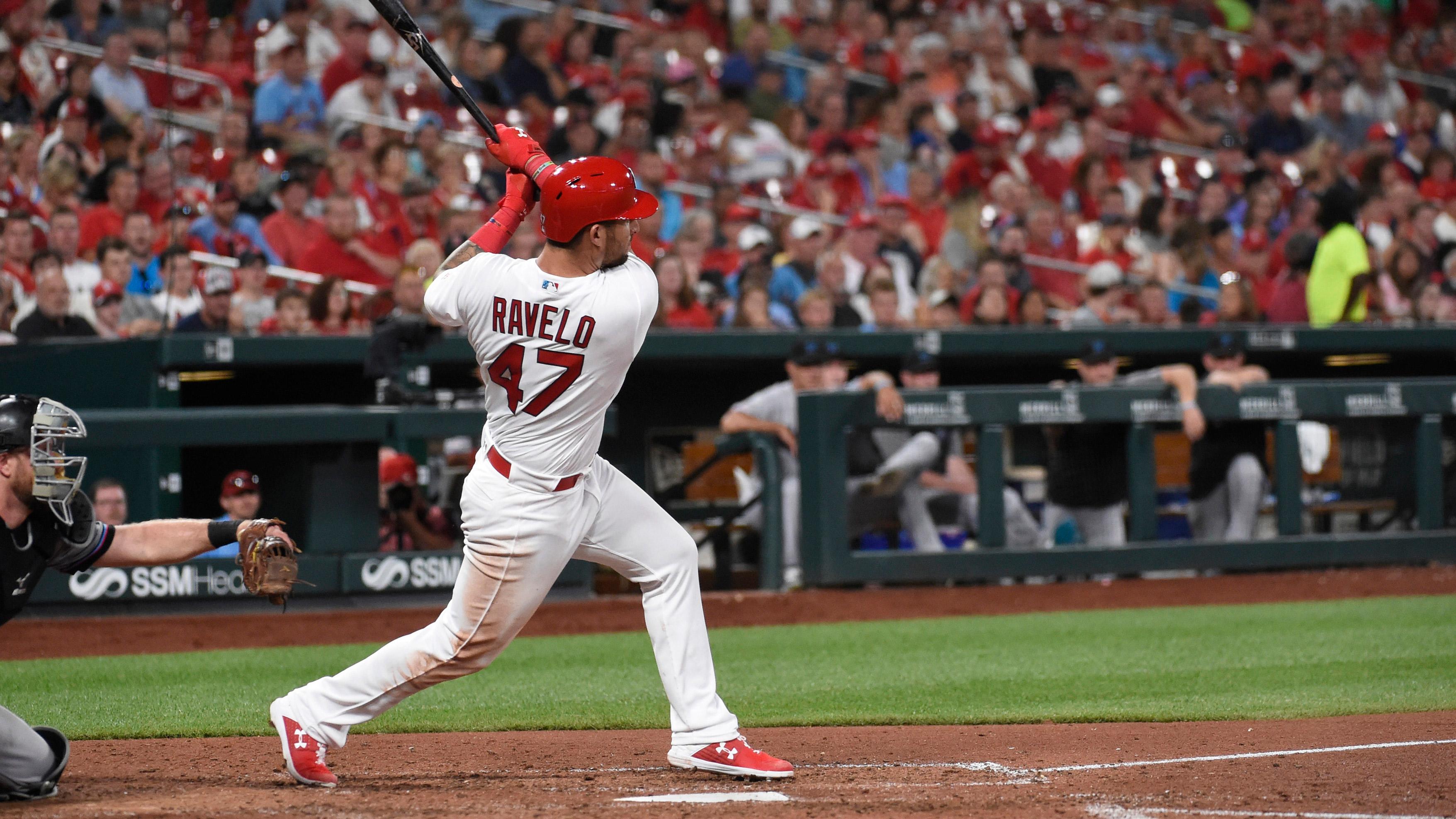 Cardinals recall Ravelo, option Thomas to Memphis