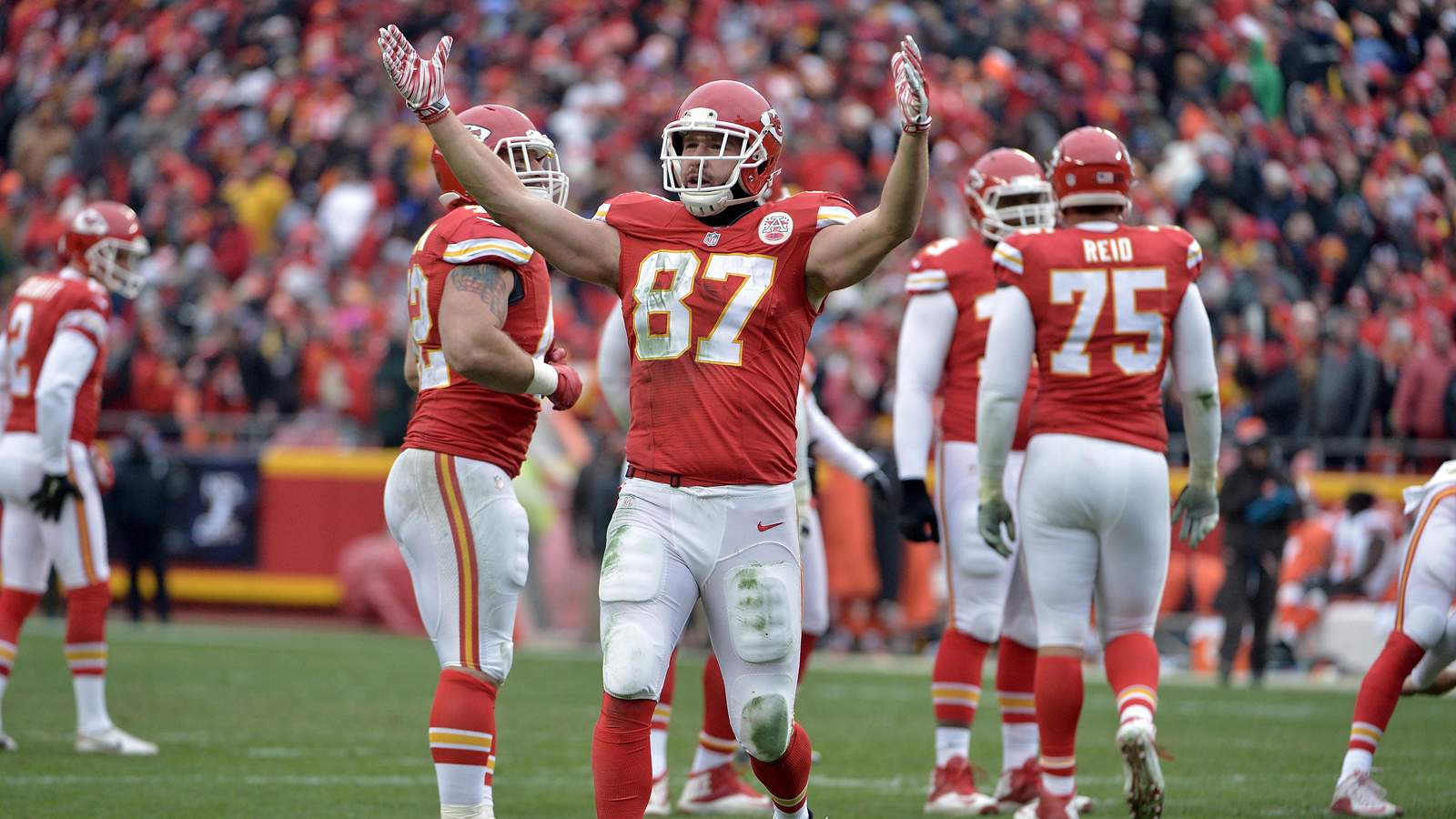 Chiefs hit Oakland with franchise history, AFC West title in play