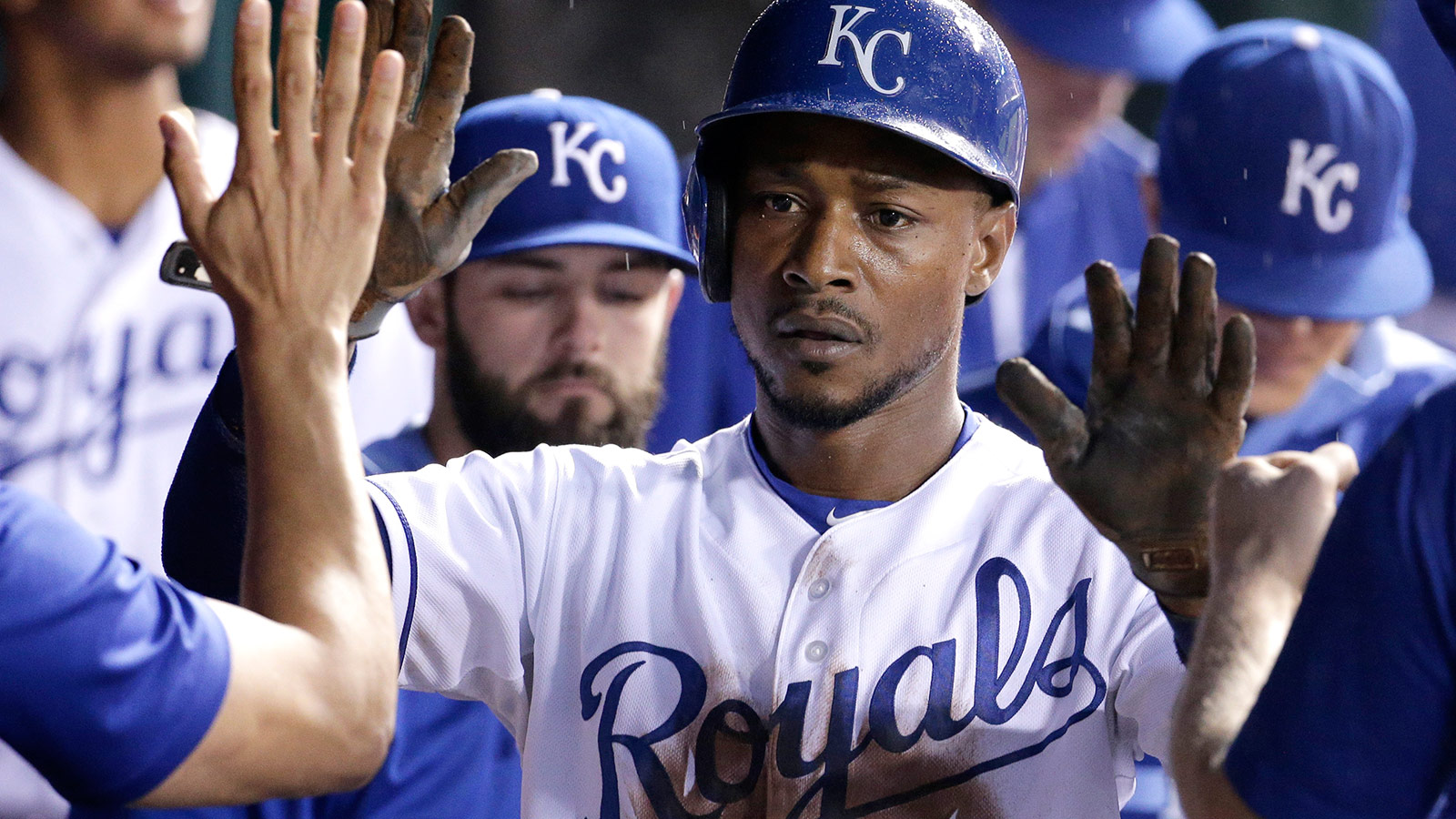 Royals agree to one-year deals with five players to avoid arbitration