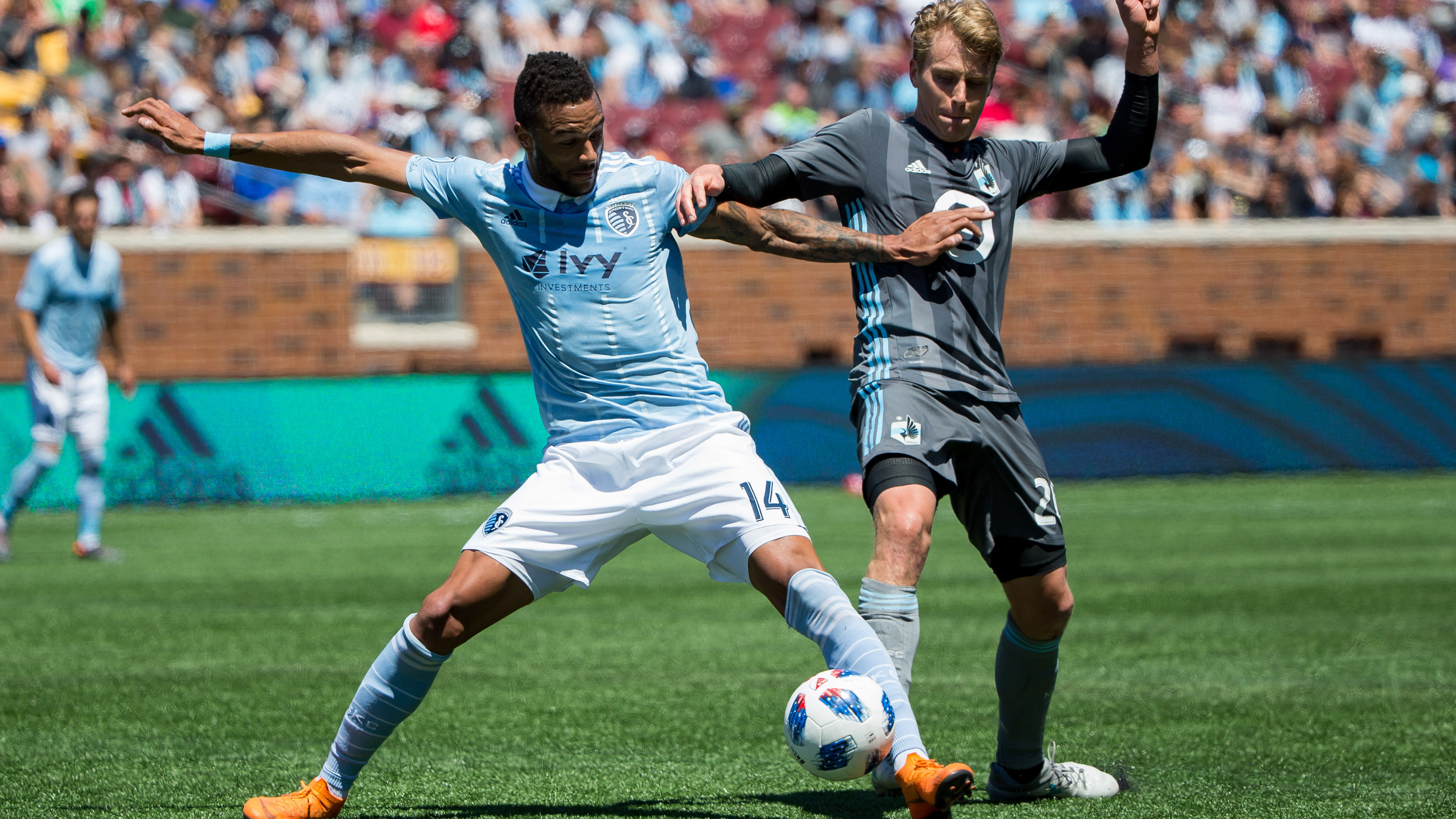 Khiry Shelton returns to Sporting KC on three-year deal
