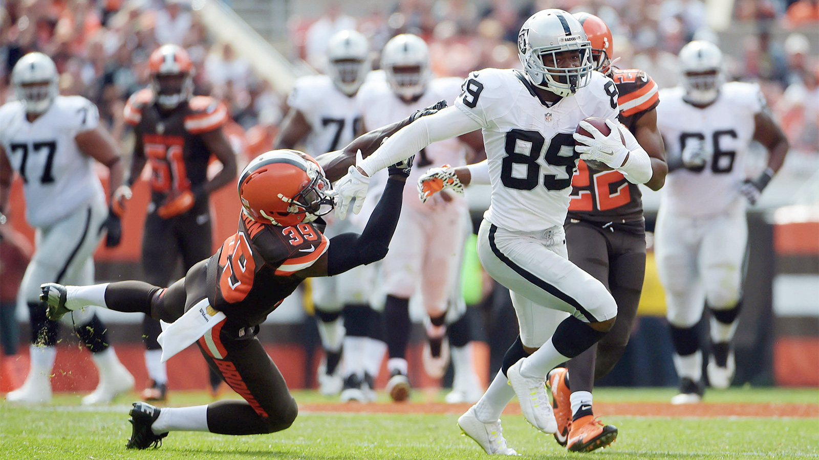 Cooper, Carr help Raiders finally end their two-year road drought