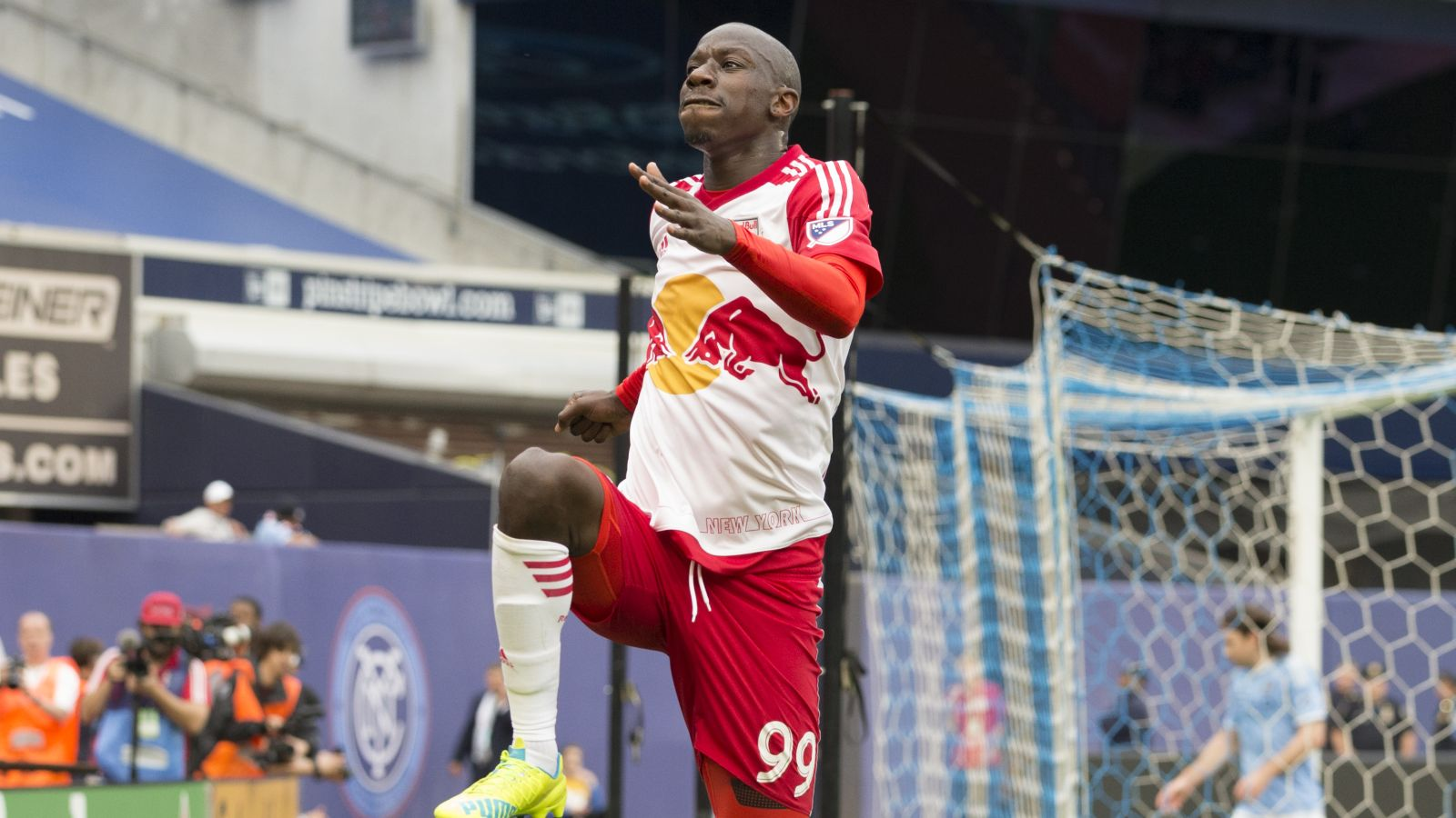 Wright-Phillips breaks MLS hat trick record in win over Toronto