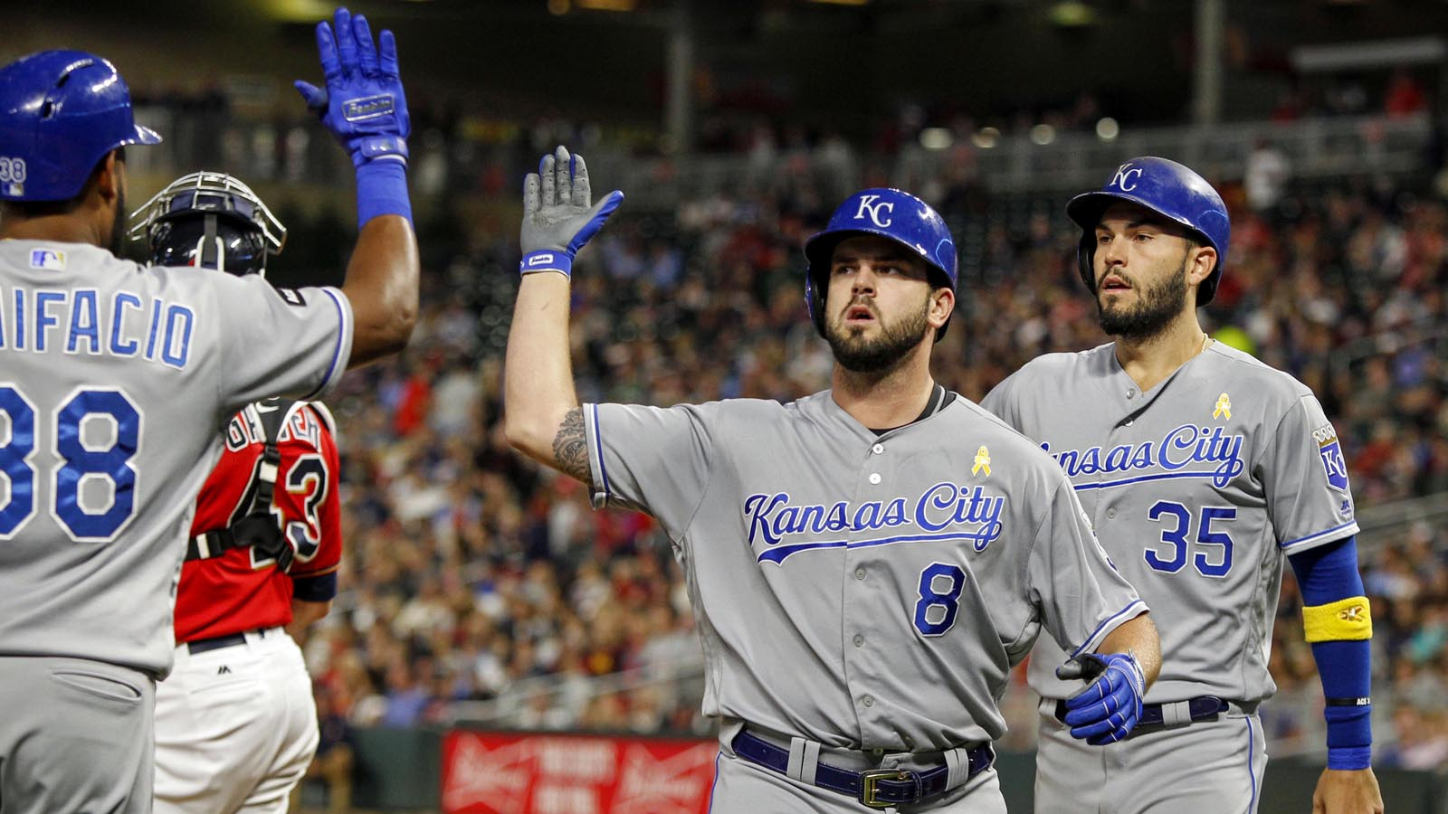 Moustakas ties Balboni's record as Royals defeat Twins 7-6