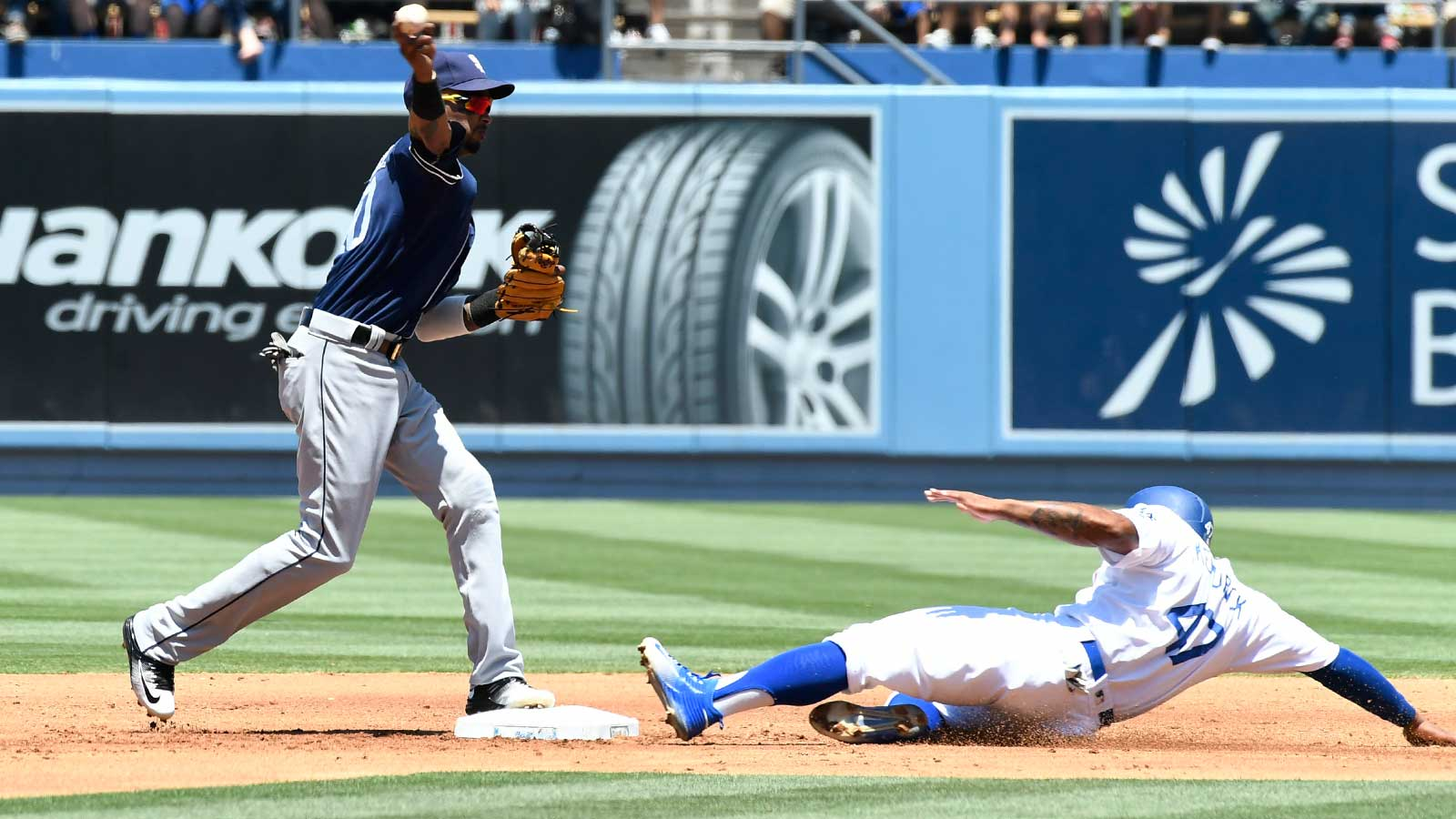 Padres fall to 6-23 in day games, lose 3-1 to Dodgers