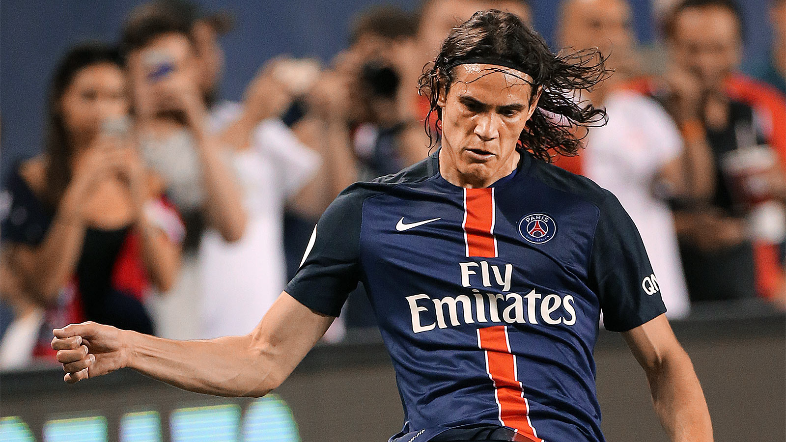 Cavani speaks in third-person, says he's a great center forward