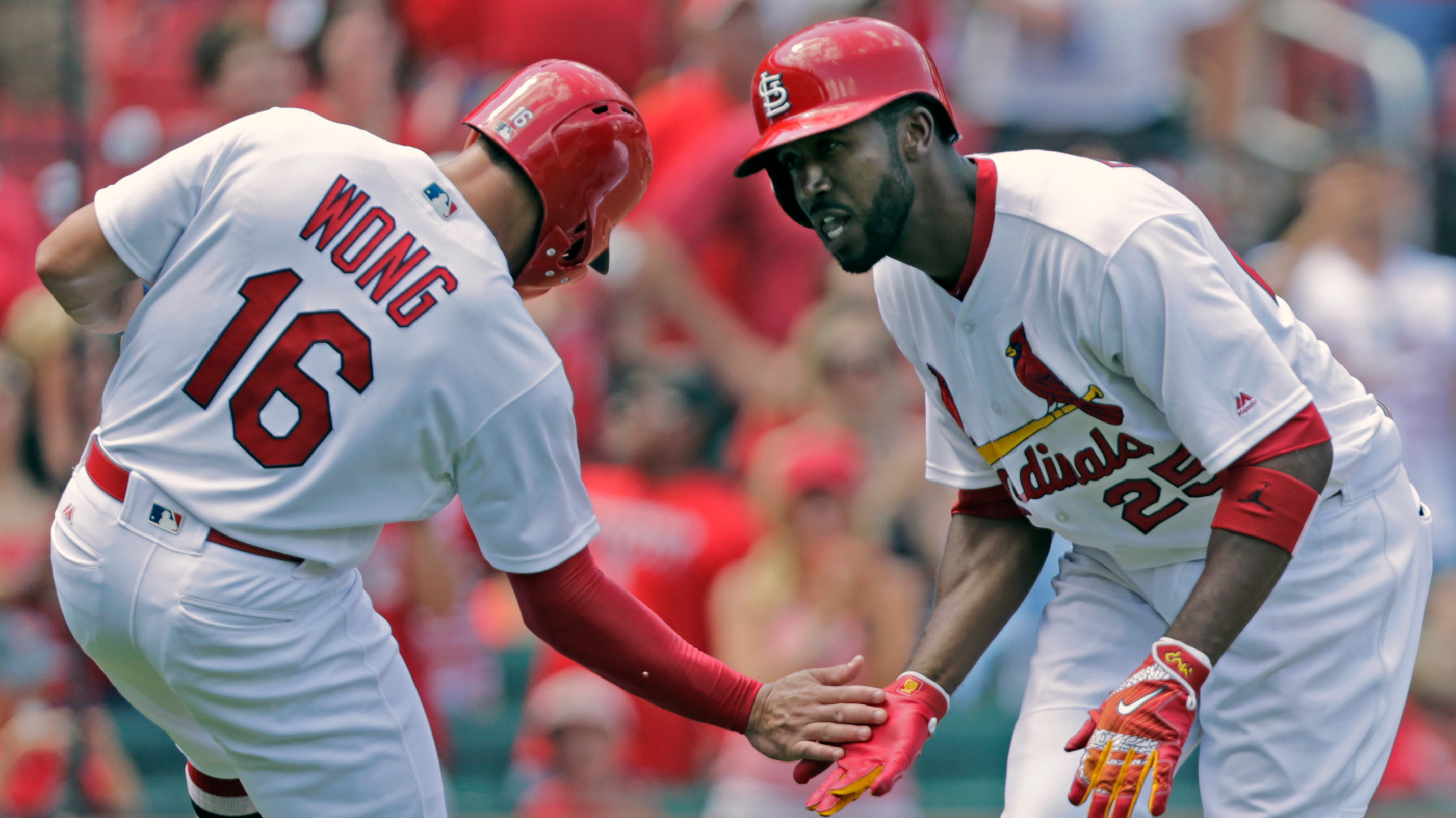 Cardinals place Fowler on DL with fractured foot, activate Wong