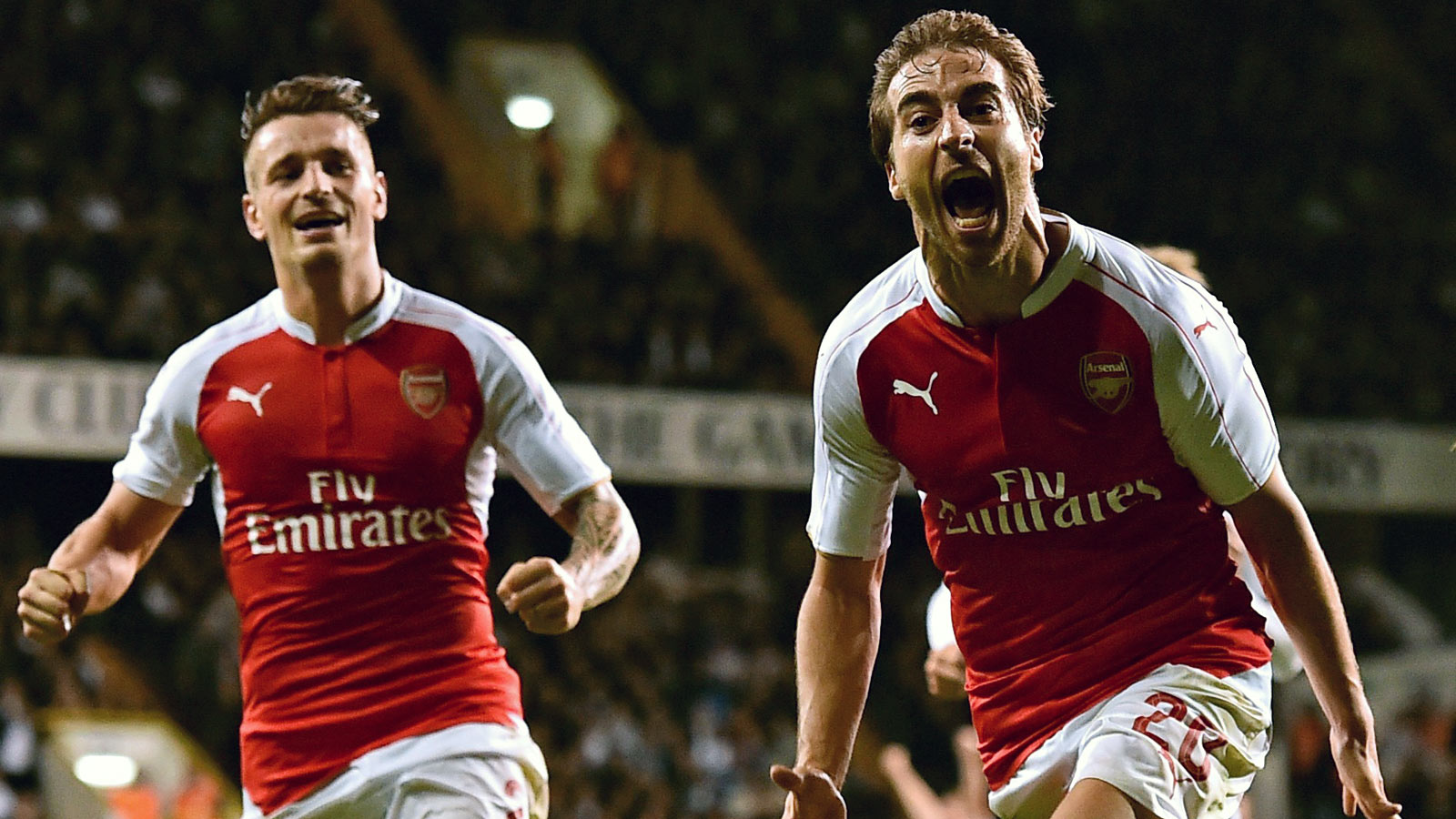 Arsenal sink Tottenham, advance to League Cup's fourth round