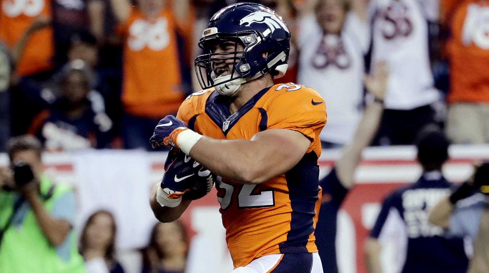 Broncos fullback Andy Janovich scores team's first TD of the year