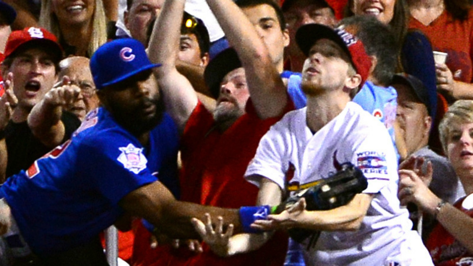 Watch a Cardinals fan try to steal Jason Heyward's glove after a great catch