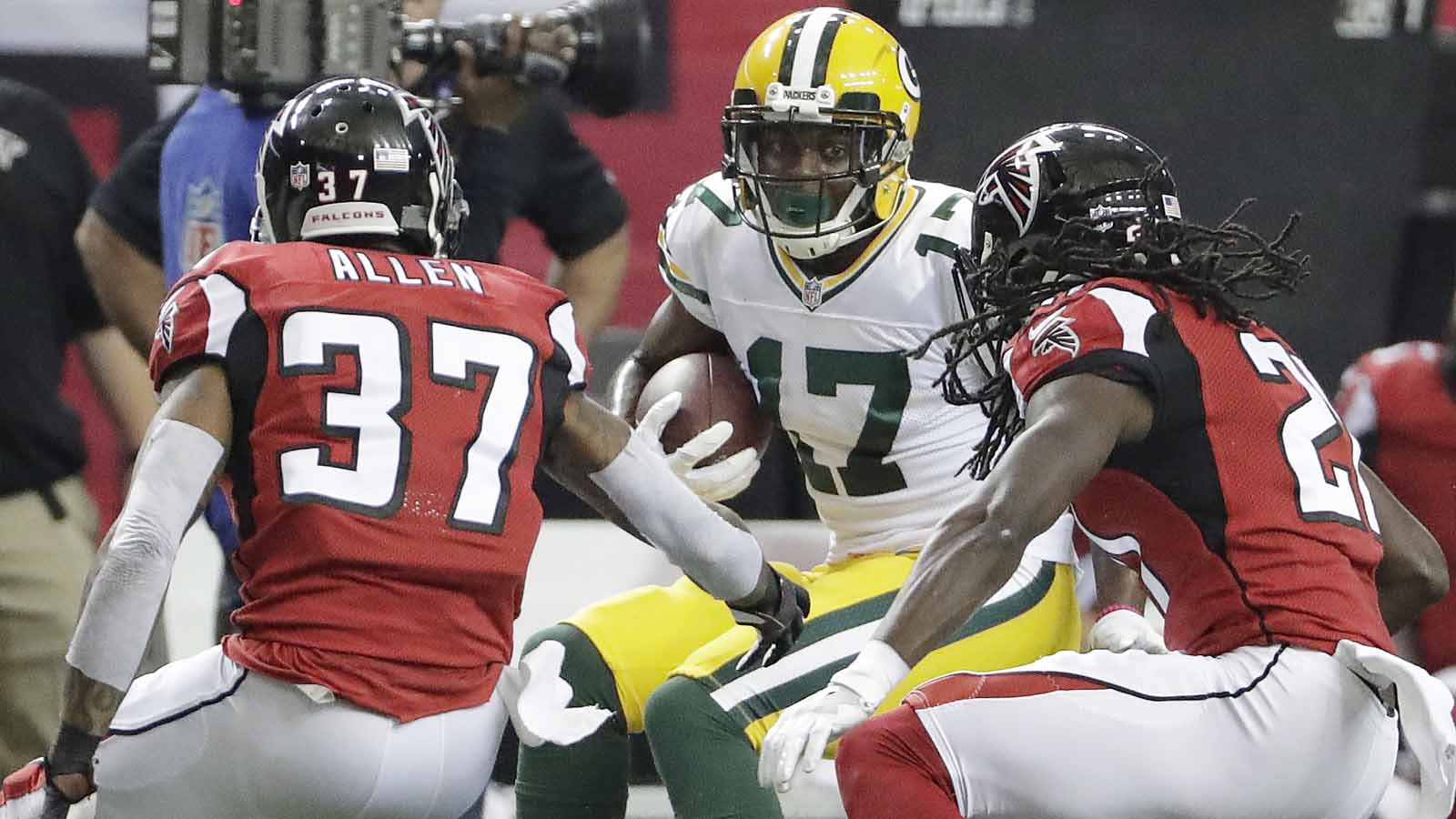 Falcons rally past banged-up Packers