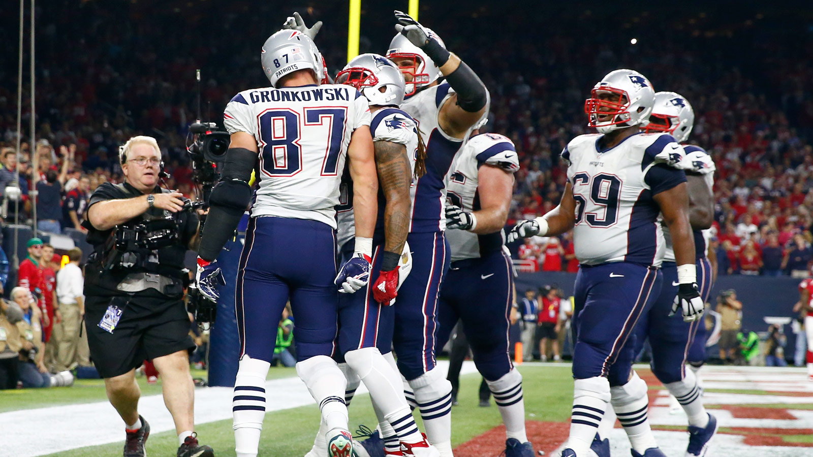 Pats end skid, clinch playoff berth with dominant win in Houston
