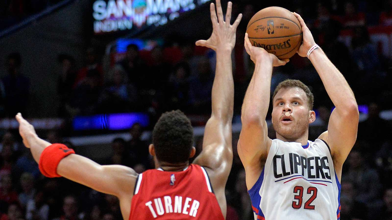 Griffin, Paul have double-doubles, Clippers hold off Blazers