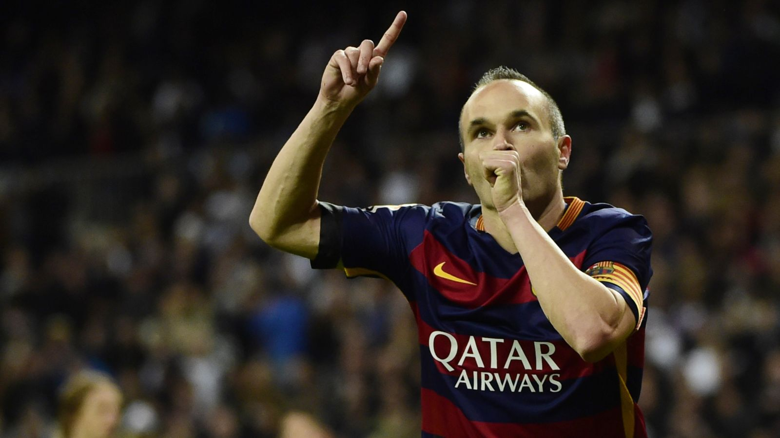 Iniesta says Barca can honor Cruyff with El Clasico win