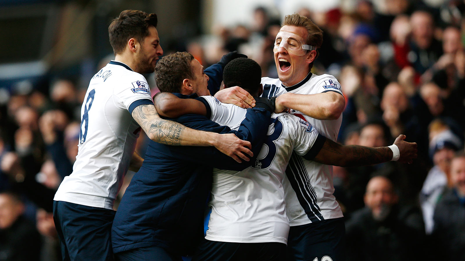 Spurs recover to beat Swans, maintain EPL title challenge
