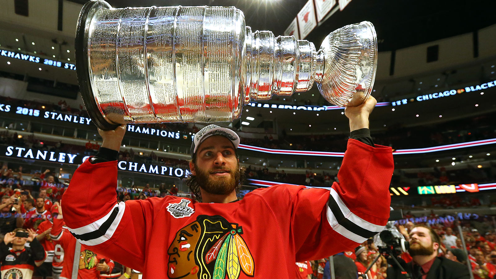 Blue Jackets acquire Saad in seven-player trade with Blackhawks