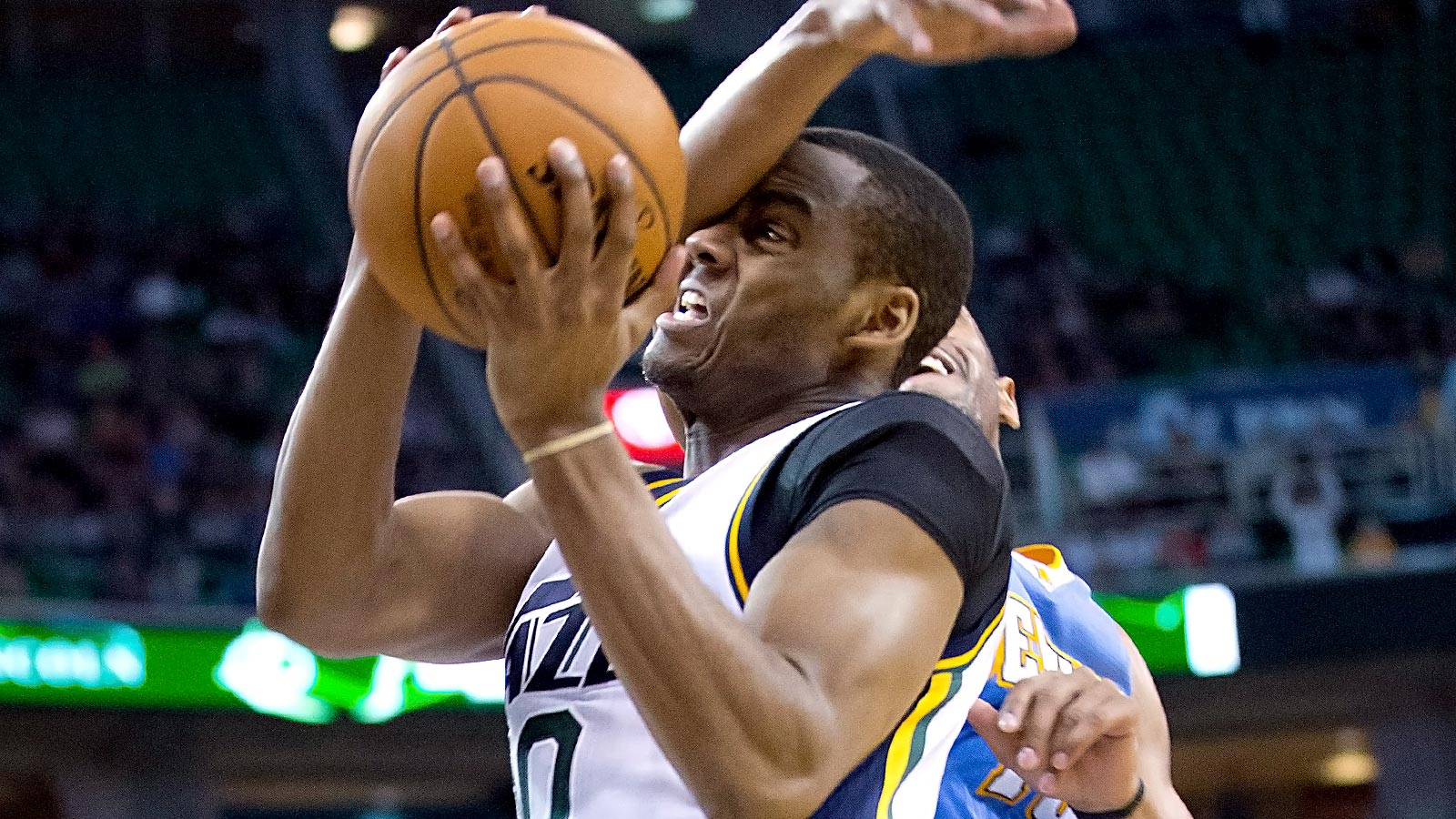 Jazz guard Alec Burks out indefinitely with broken leg