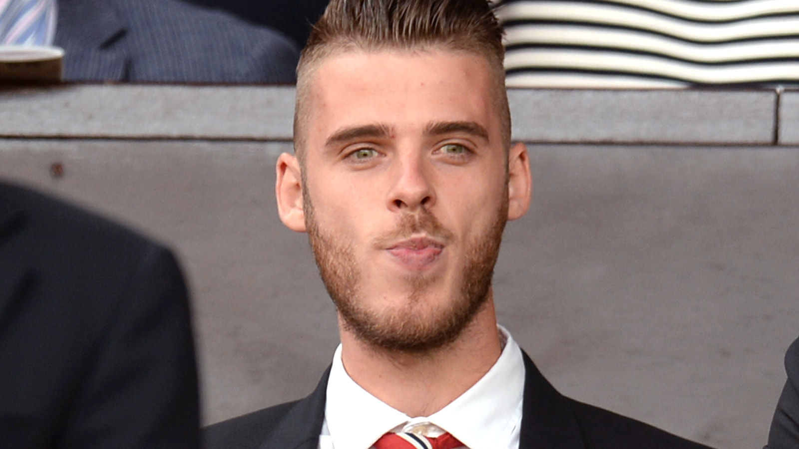 Paper Chase: Real set to pay De Gea to see out United contract