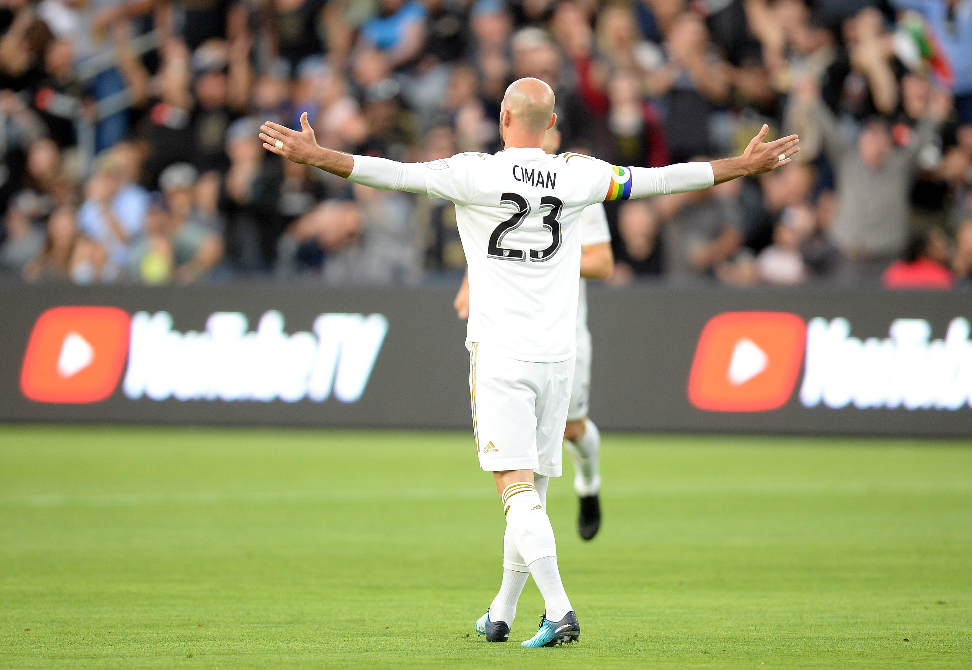 Ciman's return fuels LAFC to 2-0 win over Columbus
