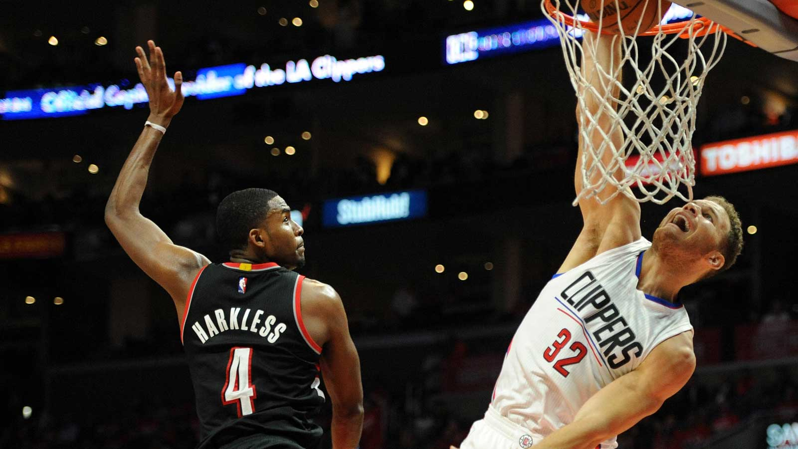 Clippers take 2-0 lead 102-81 rout of Trail Blazers