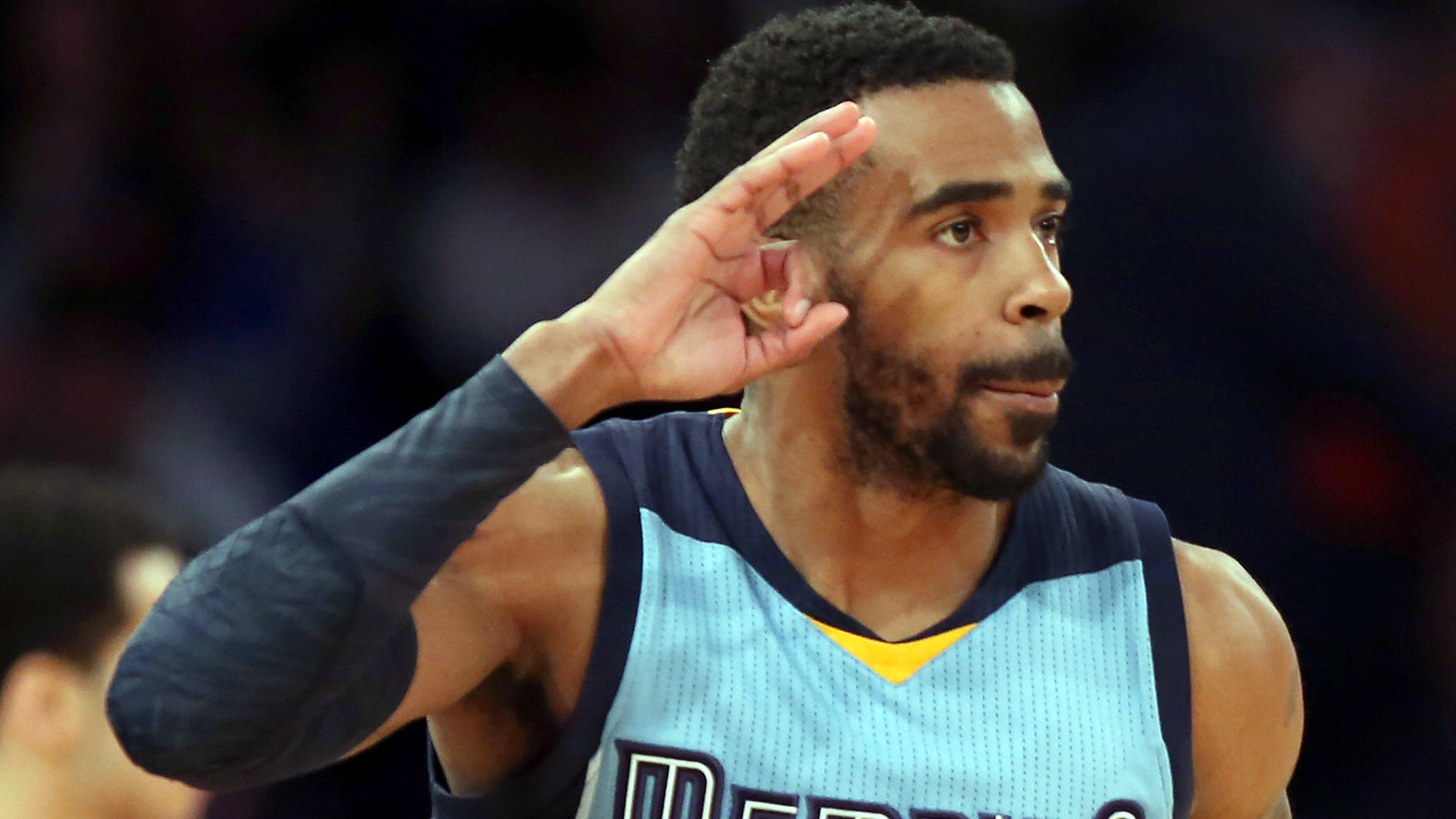 WATCH: Grizzlies' Conley misses free throw from wheelchair